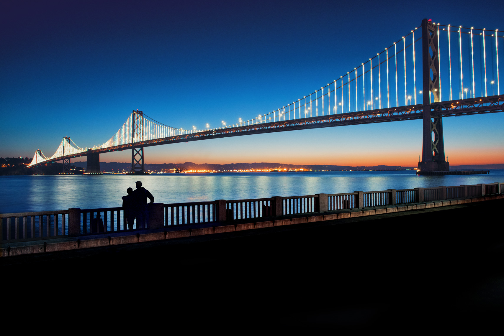 San-Francisco_Bay-Bridge_Couple